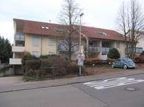 Bevorzugte Wohnlage: Vermietete 2-Zimmer-ETW im 1. OG, EBK, TG-Stellplatz und überdachter Balkon!
