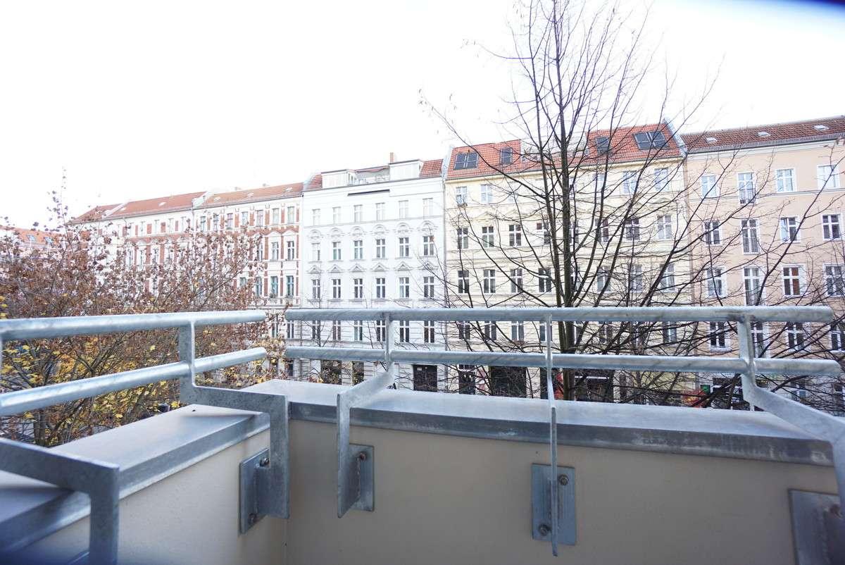 Balkon zur Rykestraße
