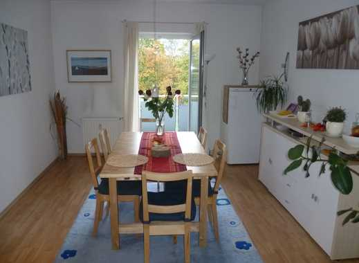 Renovierte Wohnung mit großem Wohn-/Esszimmer + Balkon in verkehrsberuhigter Lage
