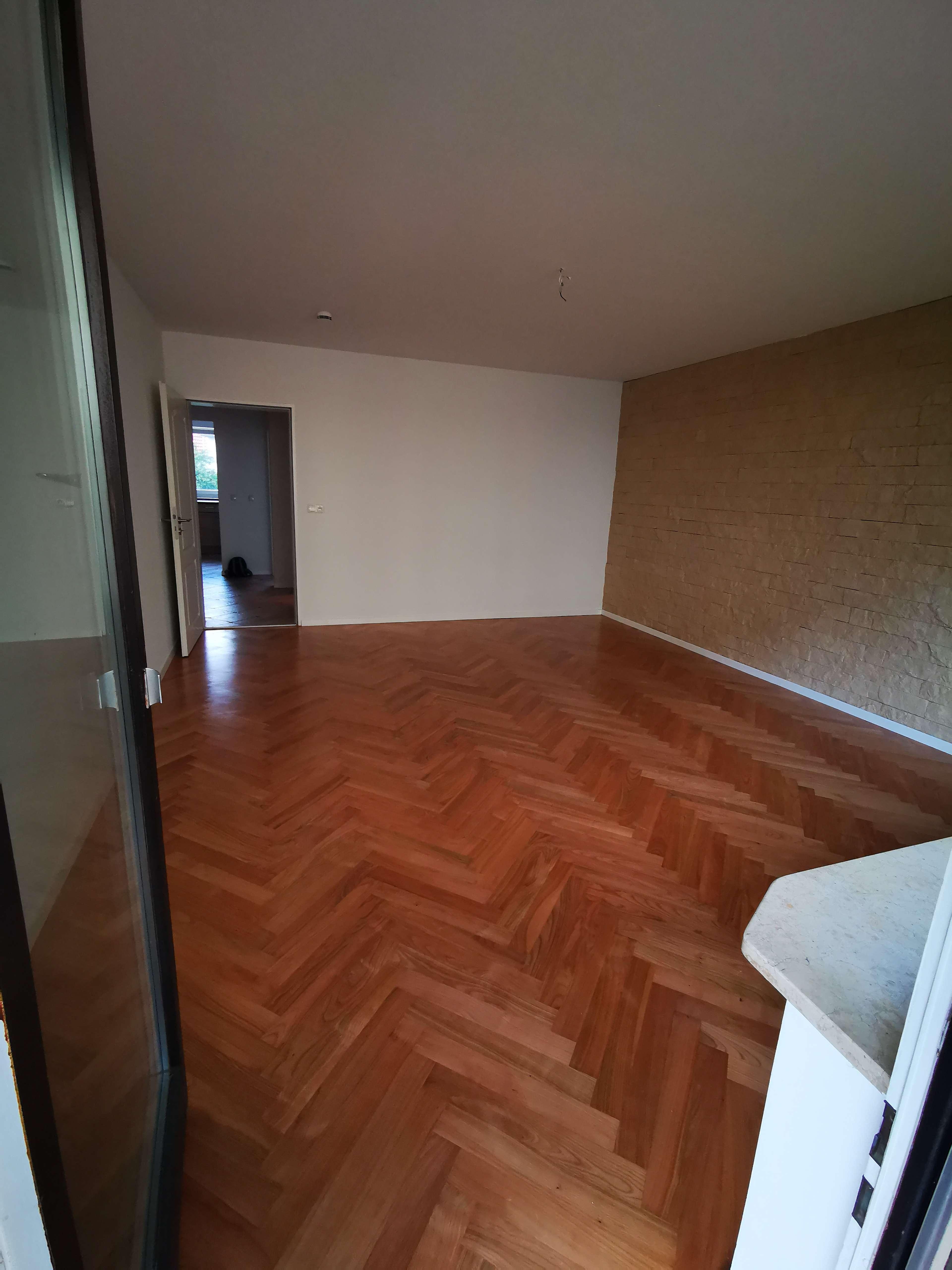 Exklusive, vollständig renovierte 3-Zimmer-Hochparterre-Wohnung mit Balkon und EBK in Emmering in Emmering (Fürstenfeldbruck)