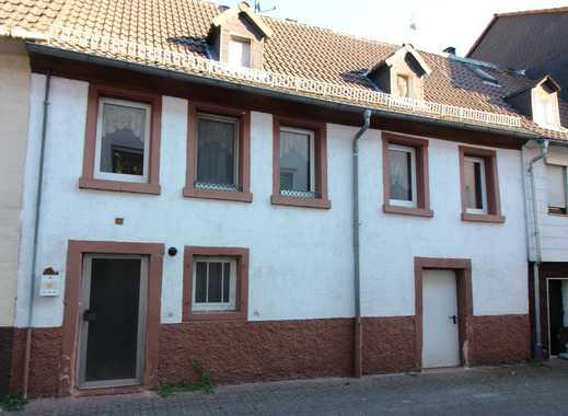 RESERVIERT!!!! Kleines Altstadthaus mit Entwicklungsmöglichkeiten in Neckarsteinach