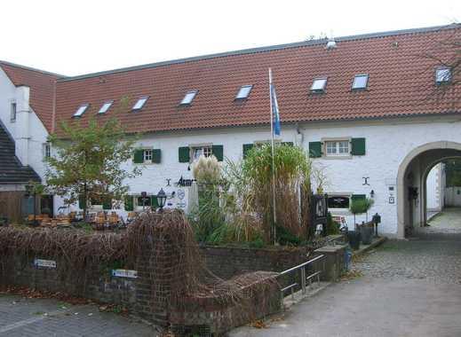 Wohnen in einer alten Wasserburg, mit eigenem Garten!