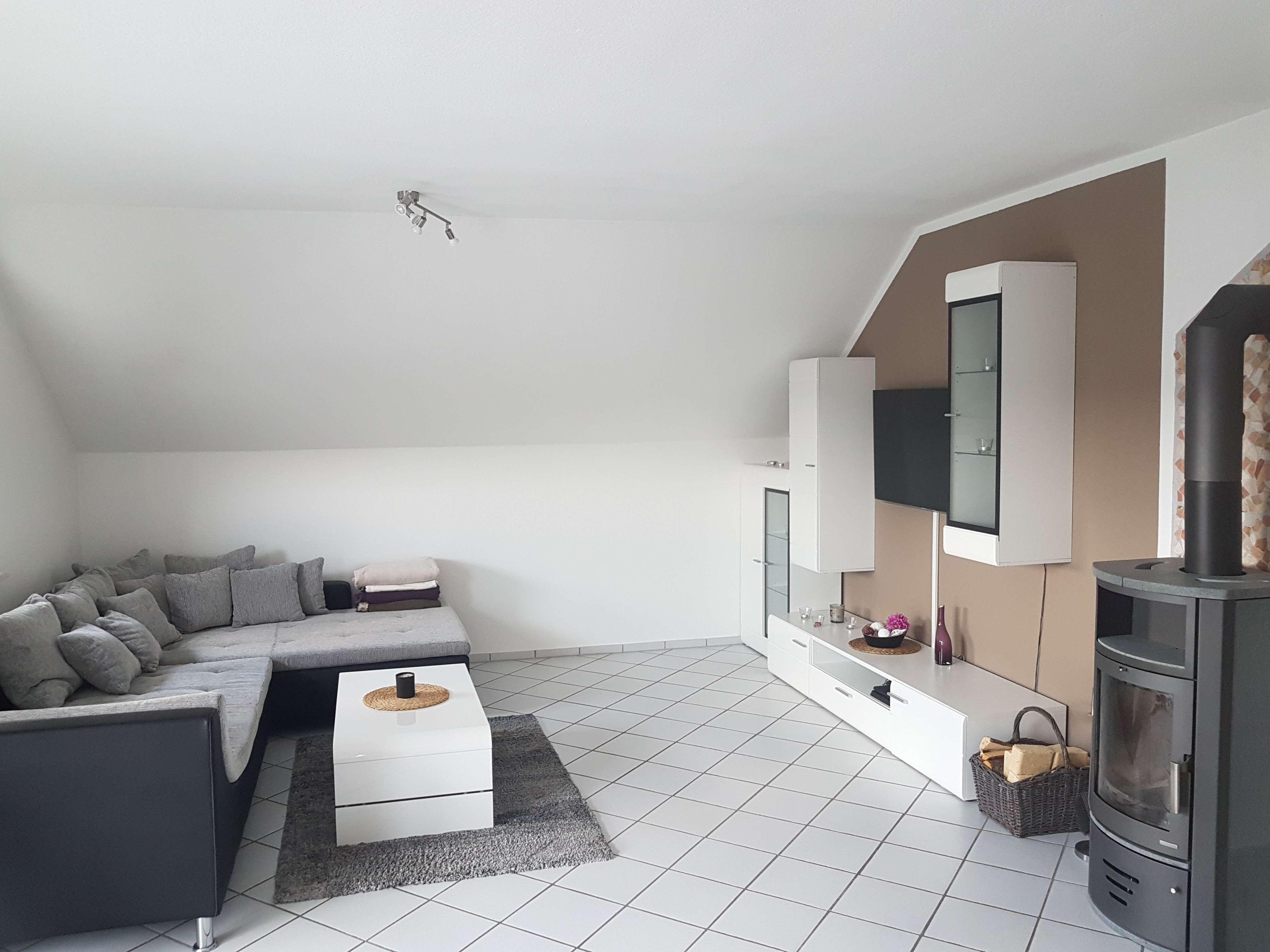 Gepflegte 3-Zimmer-DG-Wohnung mit Balkon und EBK in Obernburg