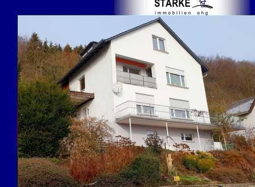 Zwei- bis Dreifamilienhaus in Vlotho mit Weitblick und eigenem Waldstück hinter dem Haus.