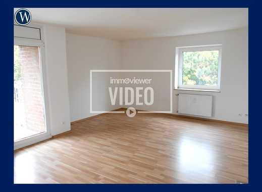 Sachen packen und EINZIEHEN!! Komplett RENOVIERTE 1-Zimmer-Wohnung mit Vinyl-Boden + Balkon