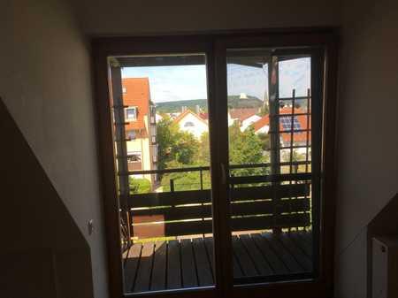 Gepflegte DG-Wohnung mit drei Zimmern sowie Balkon und Einbauküche in Kelheim in Kelheim