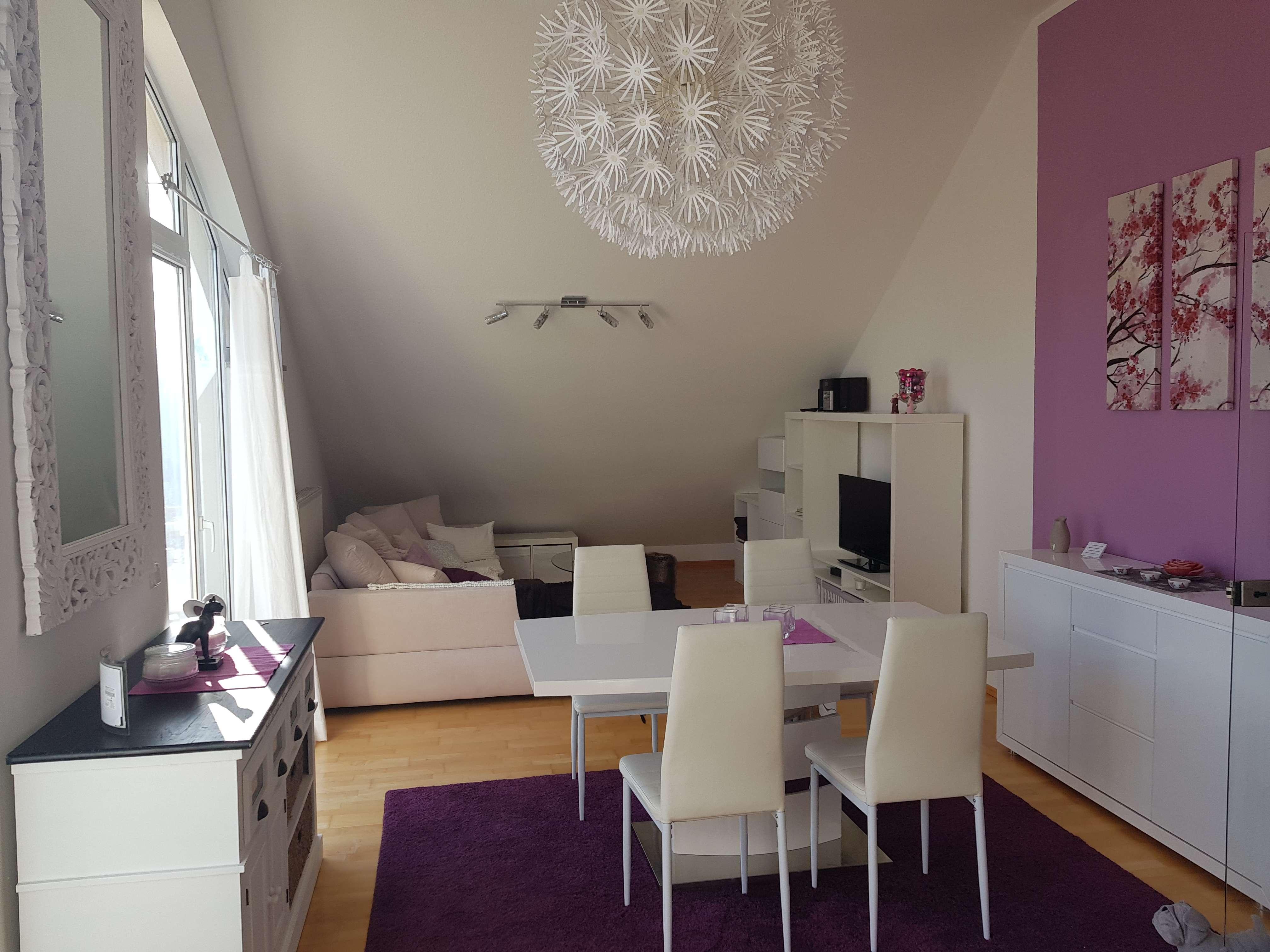 Stilvoll eingerichtete 2-Zimmer Dachgeschosswohnung in schöner Wohngegend