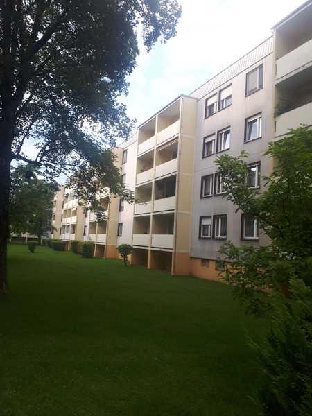 Exklusive, gepflegte 3-Zimmer-Wohnung mit Balkon und EBK in Karlsfeld in Karlsfeld (Dachau)