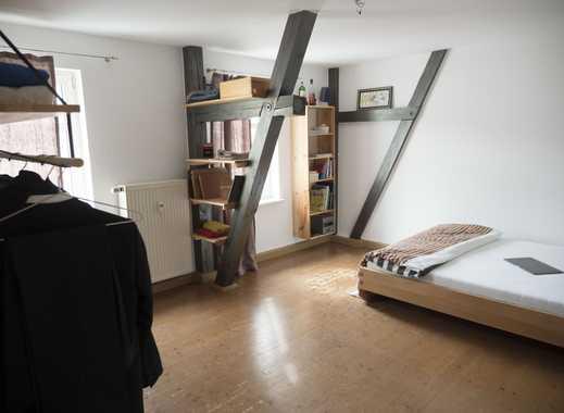 3-Zimmer Wohnung mit offenen Balken, breiten Echtholzdielen im schönen Giebichensteinviertel