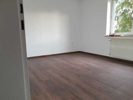 3 Zimmer Wohnung in Haunstetten,verkehrsgünstig,Garage,Blk.,nach Komplettsanierung,1 OG,neues Bad in Haunstetten (Augsburg)