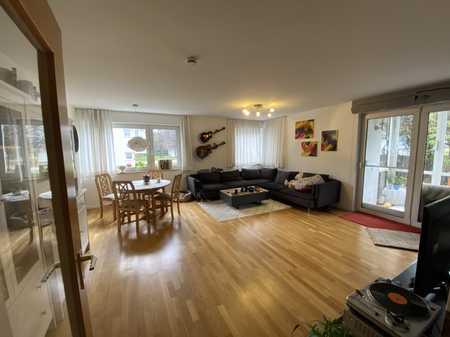 Möblierte 3-Zimmer-EG-Wohnung mit Terrasse, eigenem Garten, Hochparterre und hochwertiger EBK in Westenviertel (Regensburg)