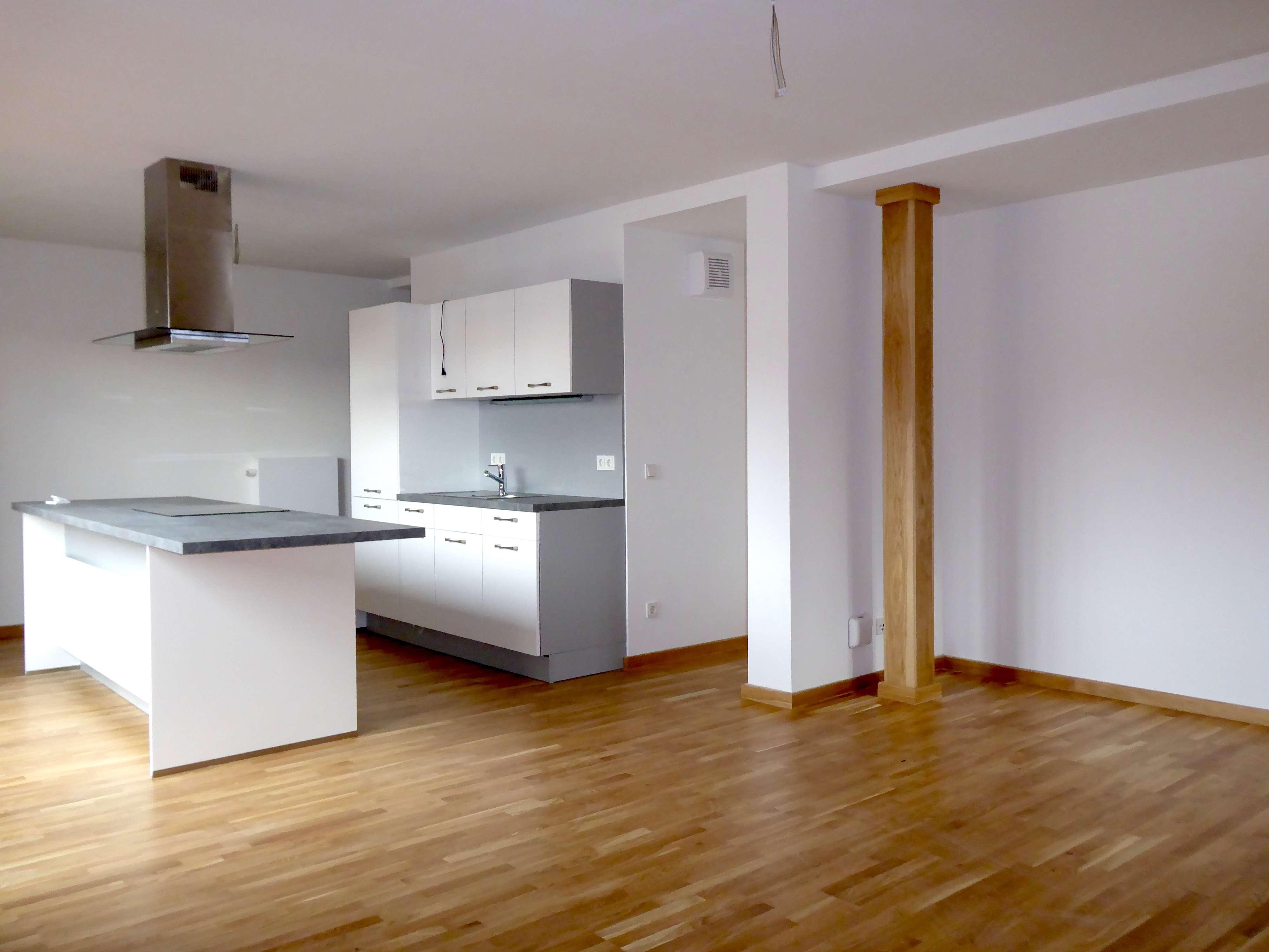 Erstbezug nach Sanierung - Hochwertige 2-Zimmer-Wohnung mit Loggia in bester Altstadtlage