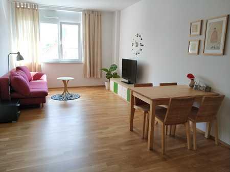 Gemütlich möblierte 2-Zimmer Wohnung mit Carport und WLAN im Zentrum Erlangen in Erlangen Süd (Erlangen)