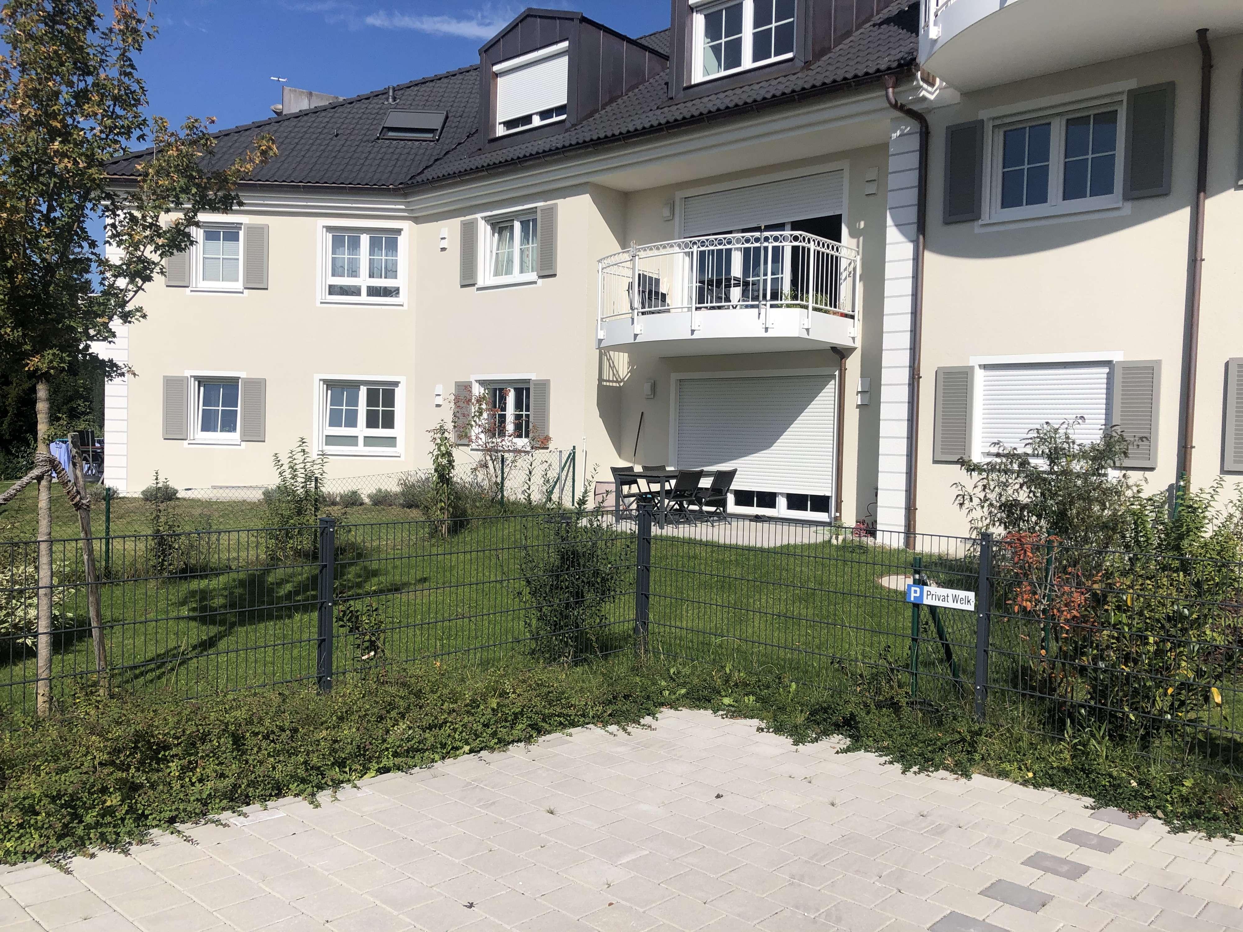 Traumhafte, sonnige 2,5 Zimmer Terrassenwohnung mit Garten in Bestlage von Gröbenzell in Gröbenzell