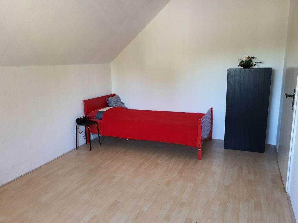zimmer von 16 8 m2 in der direkten n he des krankenhauses zu vermieten. Black Bedroom Furniture Sets. Home Design Ideas