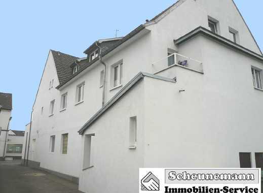 Mehrfamilienhaus mit Baugrundstück und Garagenhof im Stadtteil Merkenich