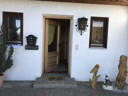 Stilvolle, geräumige und gepflegte 1-Zimmer-Küche-Bad-Wohnung mit Terrasse und EBK in Gmund am Tegernsee
