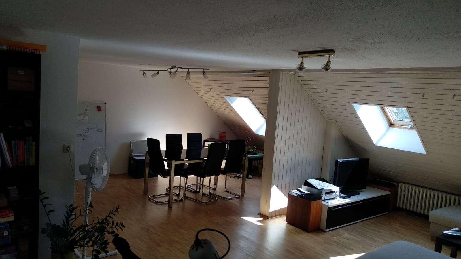 Dachgeschosswohnung mit drei Zimmern und EBK in Schweinfurt in zentraler Lage in