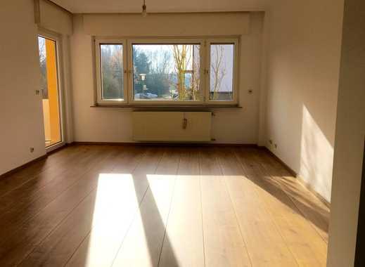 Schöne sonnige 3-Zimmer-Hochparterre-Wohnung mit Balkon in Bad Vilbel, Massenheim