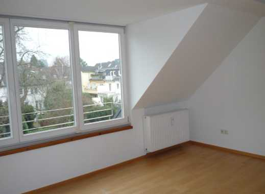 """""""Direkt am Pauliplatz"""" - Kornelimünsterstr., großzügige Zweizimmerwohnung im Dachgeschoss"""