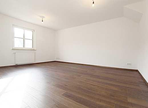 Frisch Saniert! Attraktive und komplett sanierte Wohnung mit großer Dachterrasse.