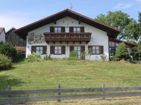 Gemütliche Wohnung mit drei Zimmern sowie Südbalkon und im Raum Schöllnach befristet zu vermieten in Schöllnach