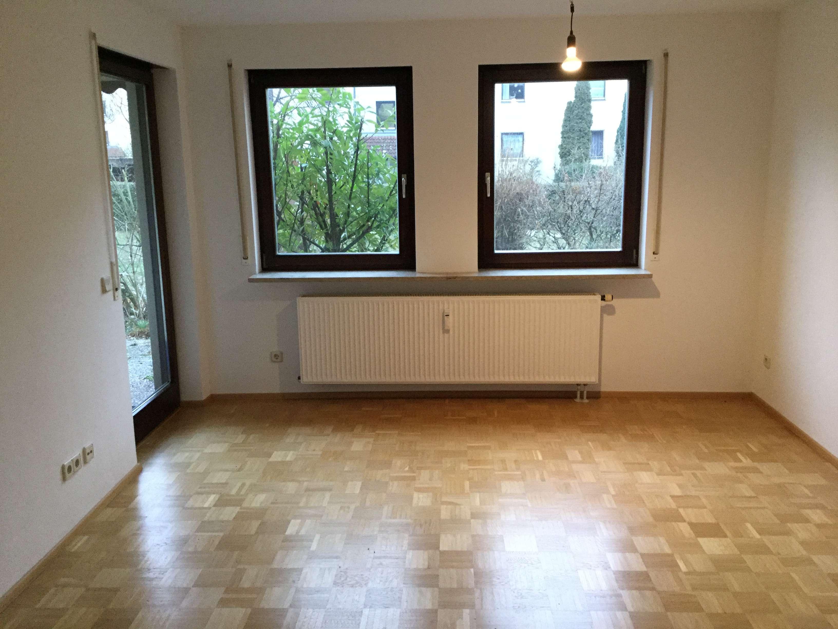 Stilvolle, vollständig renovierte 2-Zimmer-Hochparterre-Wohnung mit Terasse und EBK in Nürnberg
