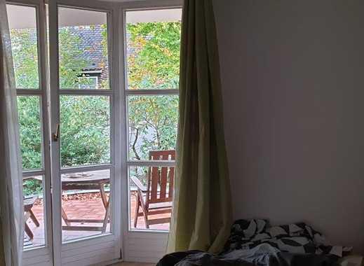 Exklusive, vollständig renovierte 2,5-Zimmer-Gartenwohnung mit Balkon und Einbauküche in Starnberg