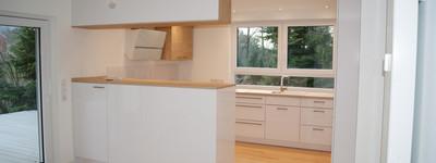 Moderne, helle, exklusive, teilmöblierte 3 Zimmer Wohnung mit großer Terrasse und hochwertiger EBK.