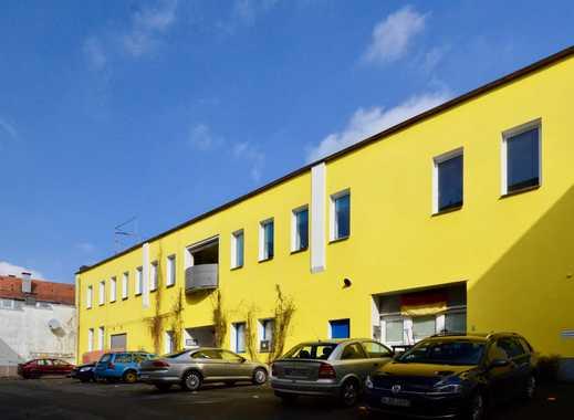 Platz satt und viele Möglichkeiten bietet dieses Gebäude in Elberfeld