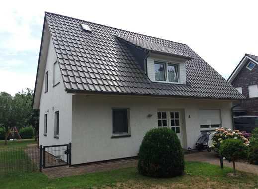 Schönes, geräumiges Haus mit vier Zimmern in Bremen, Oberneuland