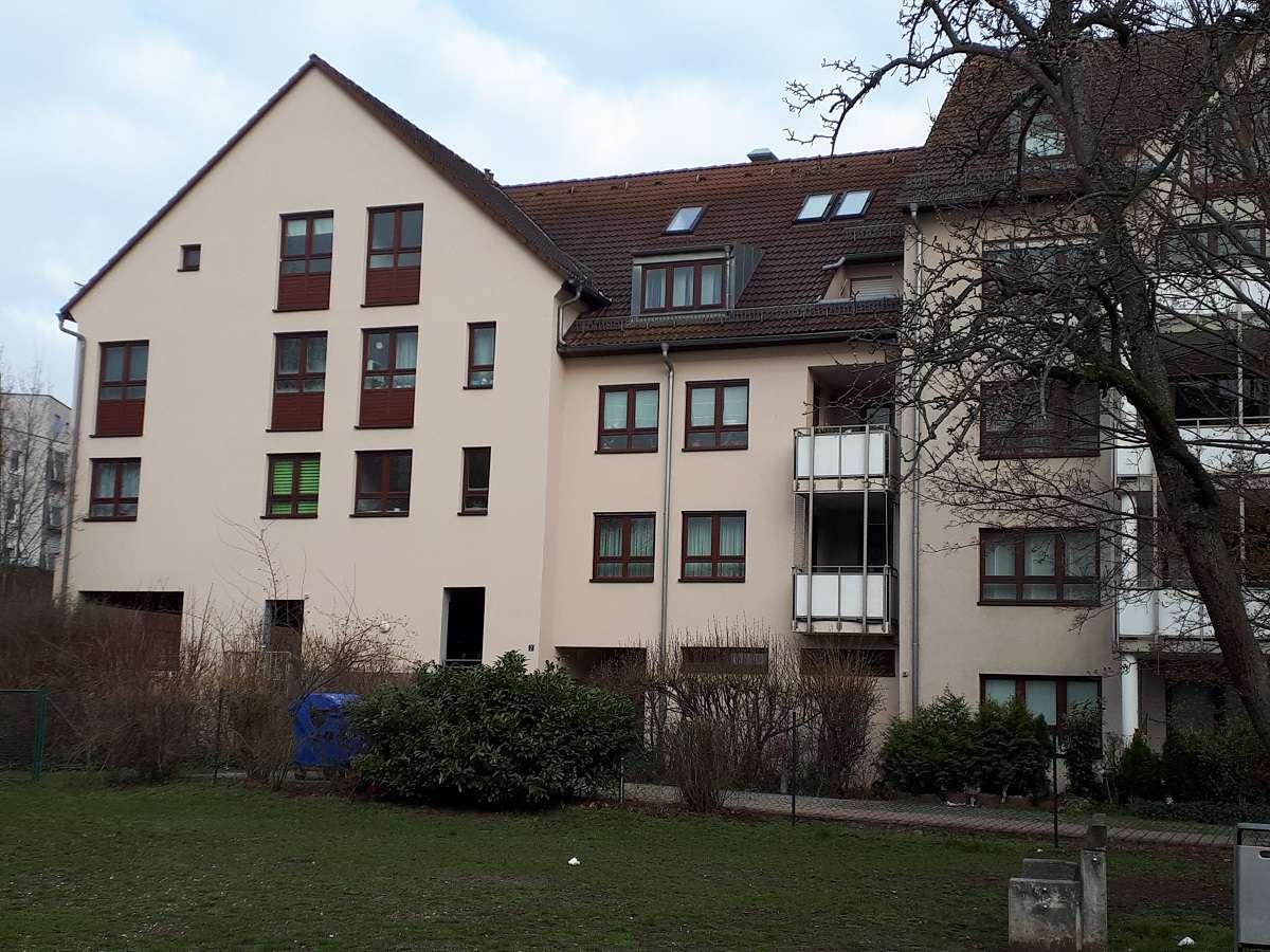 Gepflegte 2-Zimmer-Dachgeschosswohnung mit Einbauküche in Nürnberg in