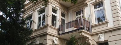 Sehr gepflegte, individuelle, helle, stilvolle Wohnung im denkmalgeschütztem Haus