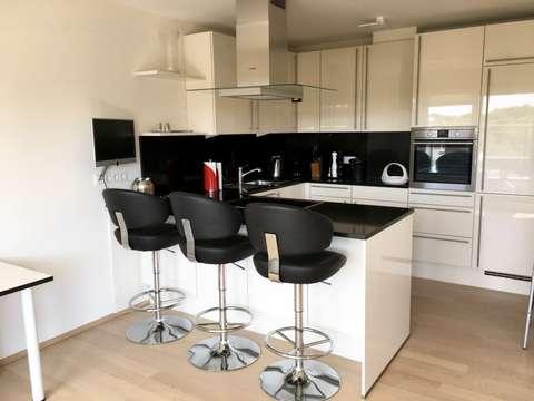 Weber Elektrogrill In Der Wohnung : Möblierte exklusive 2 zimmer penthouse wohnung mit terrasse und