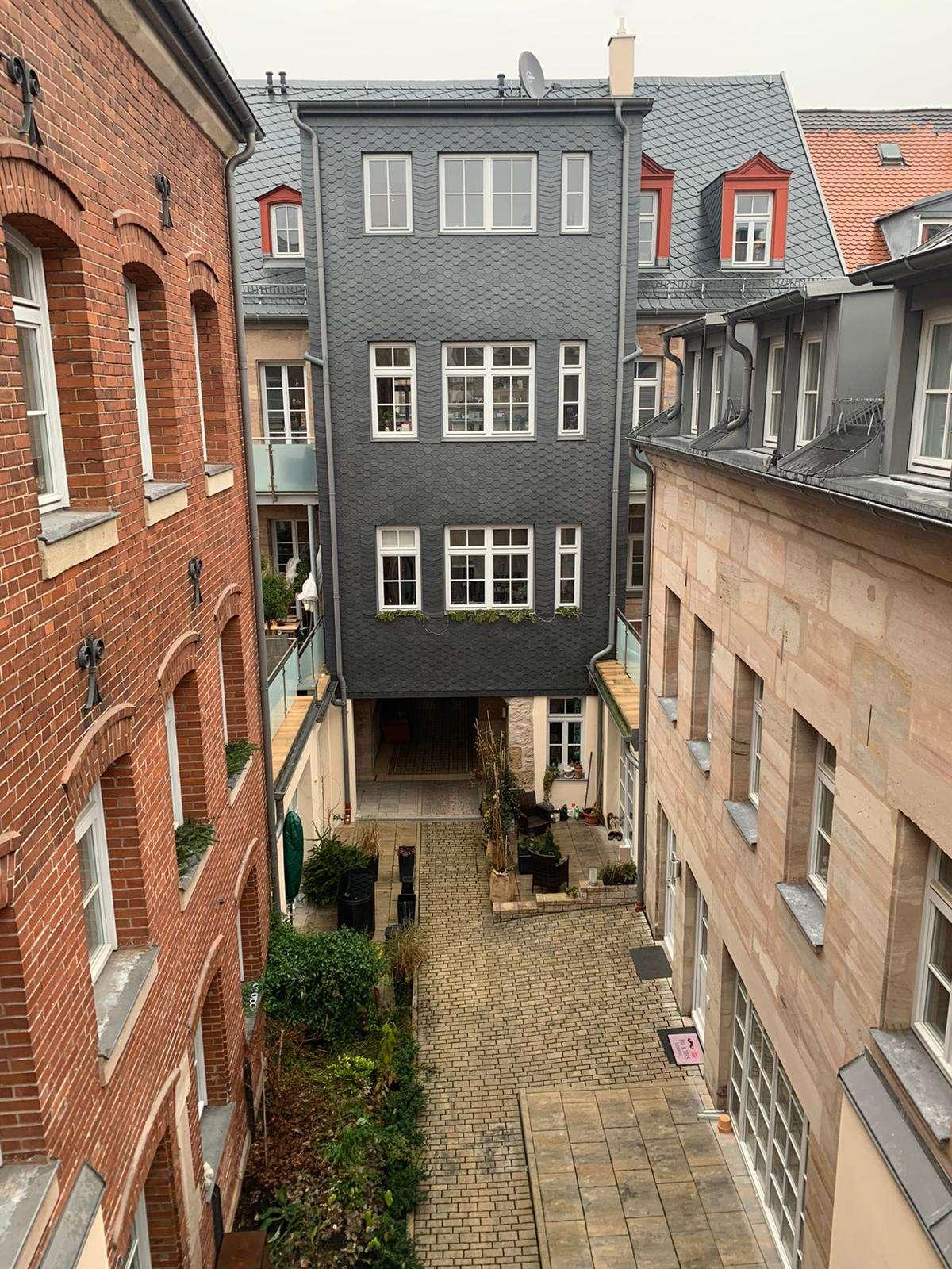 Toplage einer 2-Zimmer-Dachgeschosswohnung im Herzen von Fürth in Altstadt, Innenstadt (Fürth)