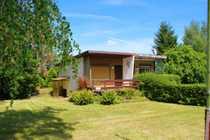 Parkähnliches Grundstück mit renovierungsbedürftigem Wochenendhaus