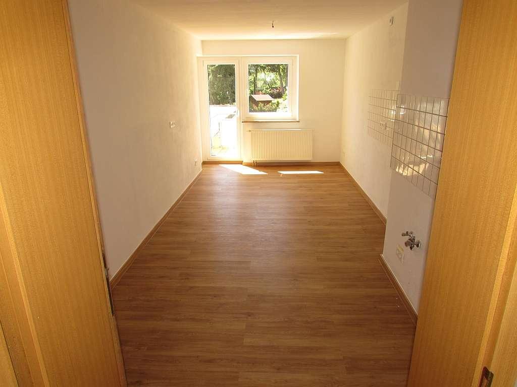 Erschwingliche und vollständig renovierte Wohnung mit vier Zimmern und Balkon in Hof in