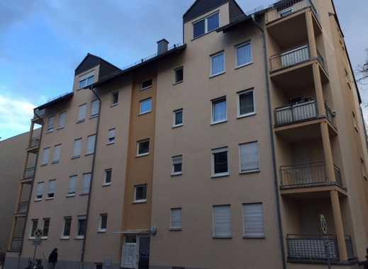 ruhige Seitenstraße  - Massivparkett & Balkon - Stellplatz in der Garage