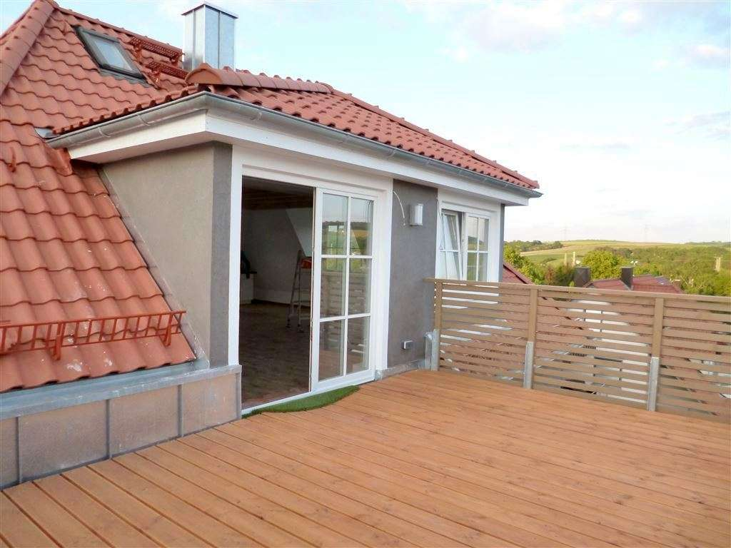 Wohnen in einer hochwertig sanierten 2Z Altbauwohnung mit EBK und großer Dachterrasse