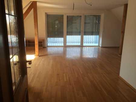 große schöne helle Wohnung mit 2 Balkonen und Garten im 2-Fam.Haus in Moorenweis