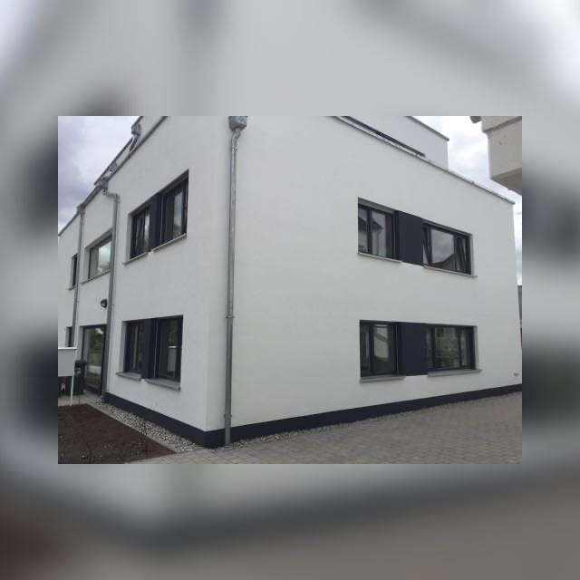 Stilvolle 2-Zimmer-Wohnung mit Balkon und Einbauküche in Manching in Manching