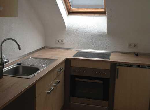 Sanierte, sonnige 3-Zi-DG-Wohnung mit Einbauküche in Saarbrücken, citynah