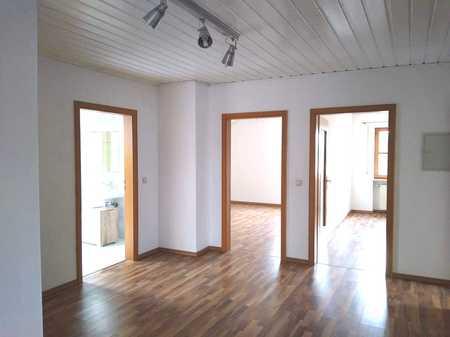 Gepflegte 4-Zimmer-DG-Wohnung mit Balkon und Einbauküche in Egweil in Egweil