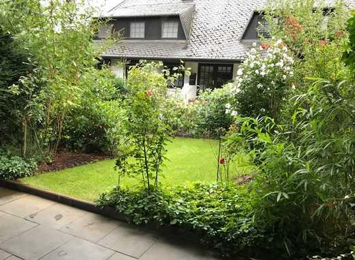 Stilvolle, modernisierte 2-Zimmer-Erdgeschosswohnung mit Terrasse und gepflegtem Garten. Neues Bad.