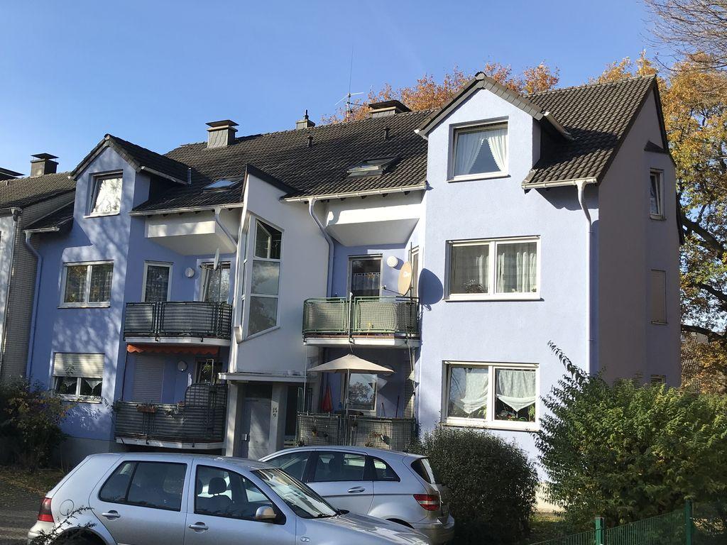 vollst ndig renovierte moderne und helle erdgeschosswohnung mit balkon. Black Bedroom Furniture Sets. Home Design Ideas