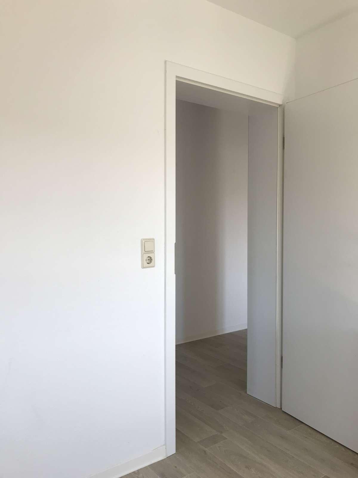 Wohnzimmer-Blick in den Flur