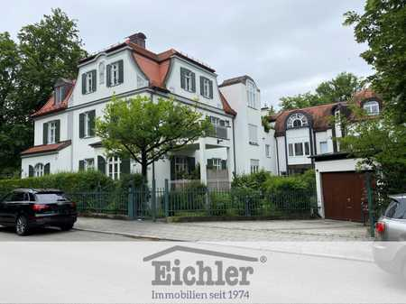 EICHLER IMMOBILIEN: Denkmalgeschützer Altbau - Hochparterrewohnung mit Terrasse in Solln (München)