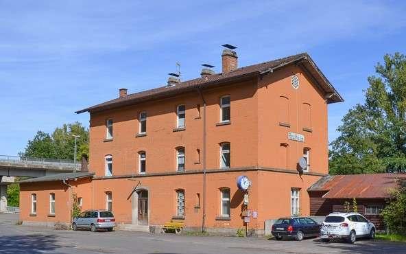Wohnung in altem Bahnhof zu vermieten in Reuth bei Erbendorf