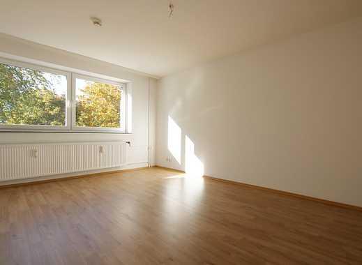 Renovierte sonnige 3-Zimmer-Wohnung mit Balkon