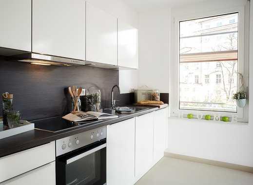 Moderne Stadtwohnung mit hochwertiger Einbauküche und Terrasse mit Blick in den ruhigen Innenhof